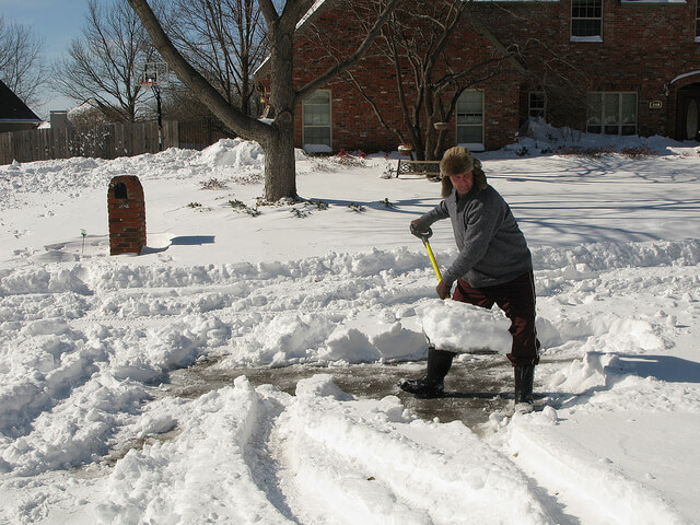mccarron-lake-chiropractic-st-paul-mn-mlchiro-news-snow-shoveling-and-your-back