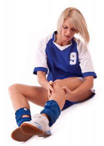 Footballer injuries her knee